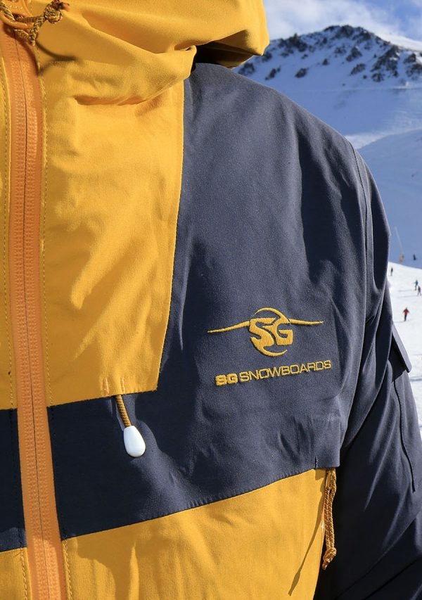 SG Snowboards Webshop - 3 Layer Snowboard Jacket yellow/blue detail pic by Isamu Kubo1