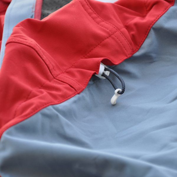 SG Snowboards Webshop - SG SOFTSHELL SNOWBOARD JACKET colorblocking red blue pic by Isamu Kubo1