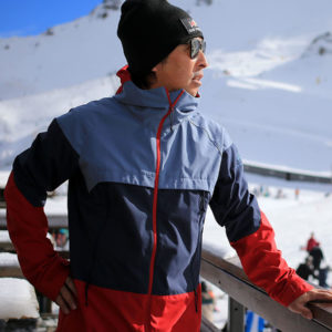 SG Snowboards Webshop - SG SOFTSHELL SNOWBOARD JACKET colorblocking red blue pic by Isamu Kubo4