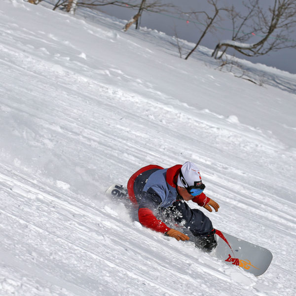SG SNOWBOARDS Force Koji Sugimoto Actioncarving pic by Isamu Kubo